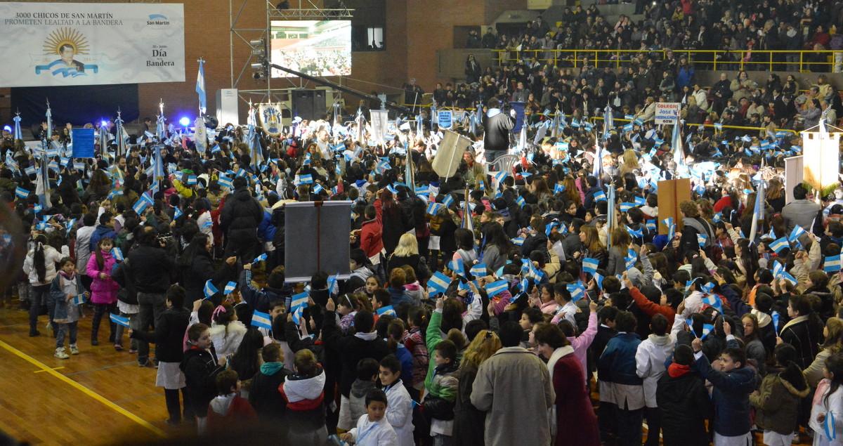 3.000 chicos prometieron lealtad a la bandera