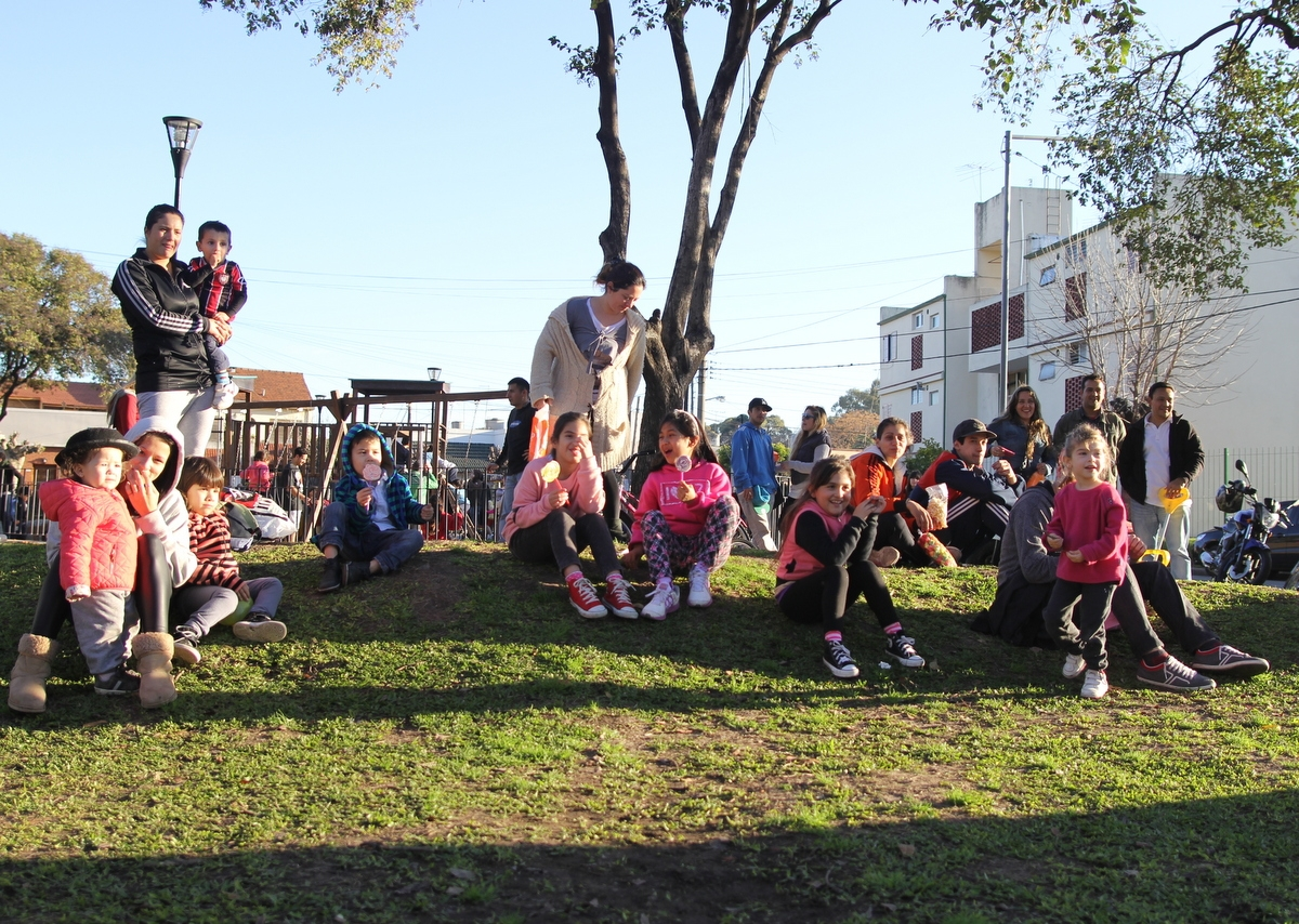 Las familias se juntaron en la Plaza Alem