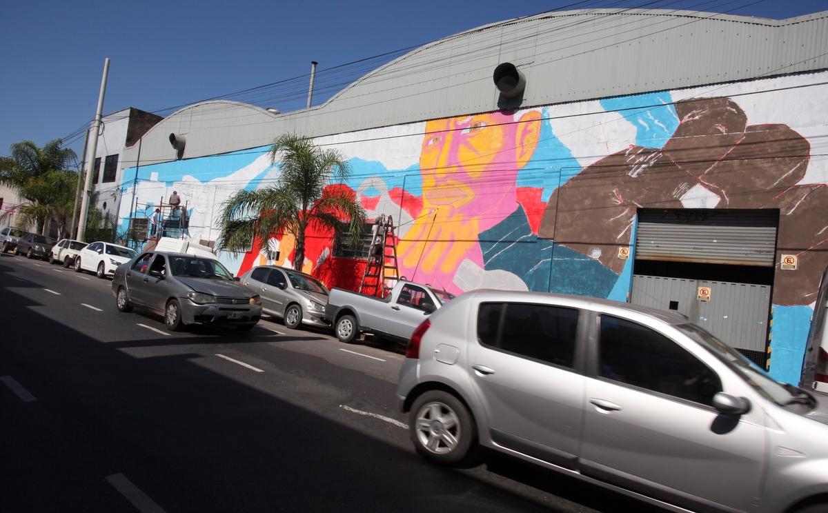Artistas trabajan en nuevos murales para Villa Lynch