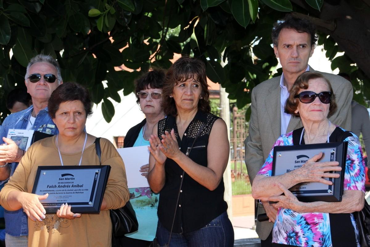 Katopodis acompañó a los familiares de los soldados