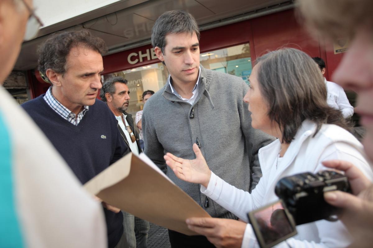 Katopodis y Adrián Pérez recorrieron el centro comercial de Munro