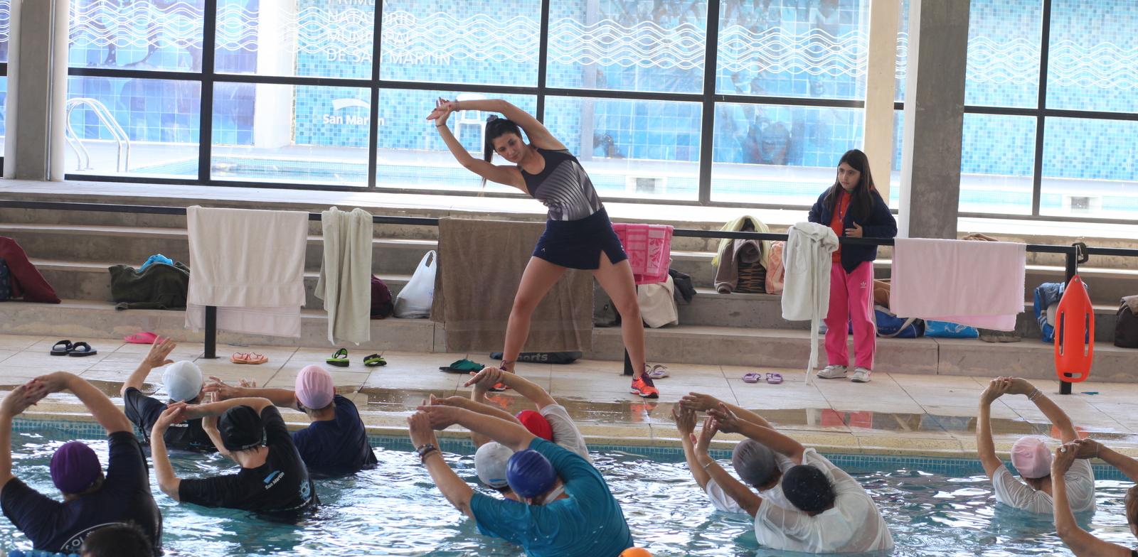 Los vecinos disfrutan del primer complejo natatorio municipal